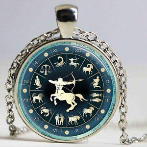 collier médaille signe astrologique sagittaire