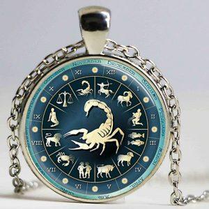 collier médaille signe astrologique scorpion