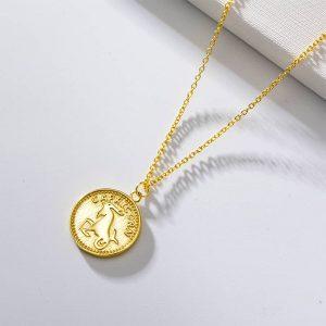 collier signe astrologique capricorne plaque or